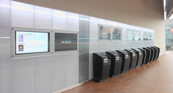 Une partie des bornes d'achat de l'UGC Confluence Lyon