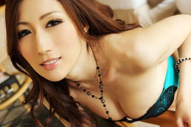 Porn-Star-Chinoise-Julia